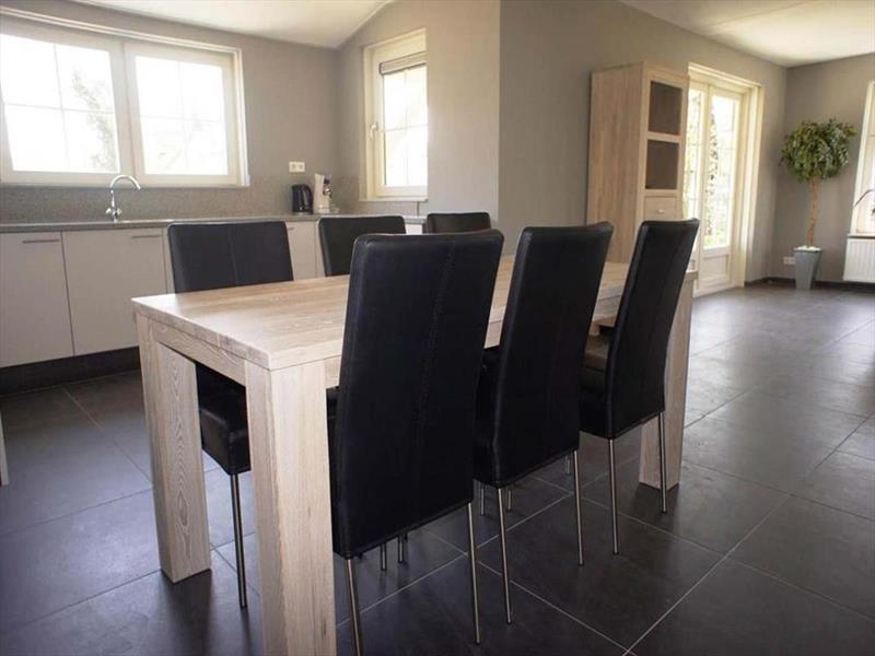 Vakantiehuis te koop Zeeland Poortvliet Havenweg 19  Woonkamer en keuken