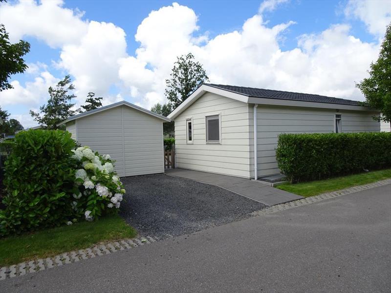 Vakantiehuis te koop N.Holland Velsen Zuid Buitenhuizerweg 2 K263 Droompark Buitenhuizen  Parkeerplaats
