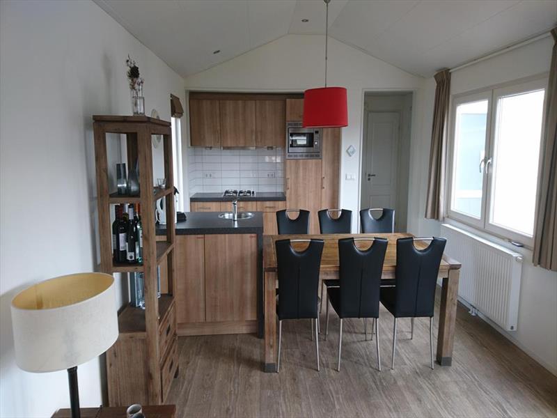 Vakantiehuis te koop N.Holland Velsen Zuid Buitenhuizerweg 2 K263 Droompark Buitenhuizen  Woonkamer en keuken