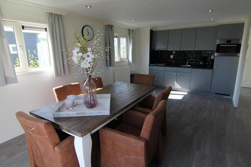 Vakantiehuis te koop N.Holland West Graftdijk K415 Park De Rijp Woonkamer en keuken