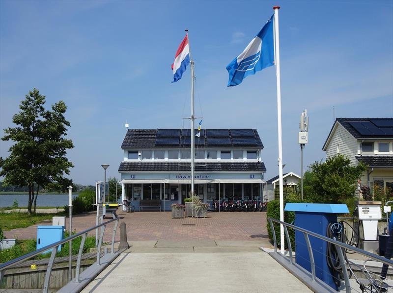 Vakantiehuis te koop N.Holland Wieringerwerf park den Oever Op het park servicegebouw