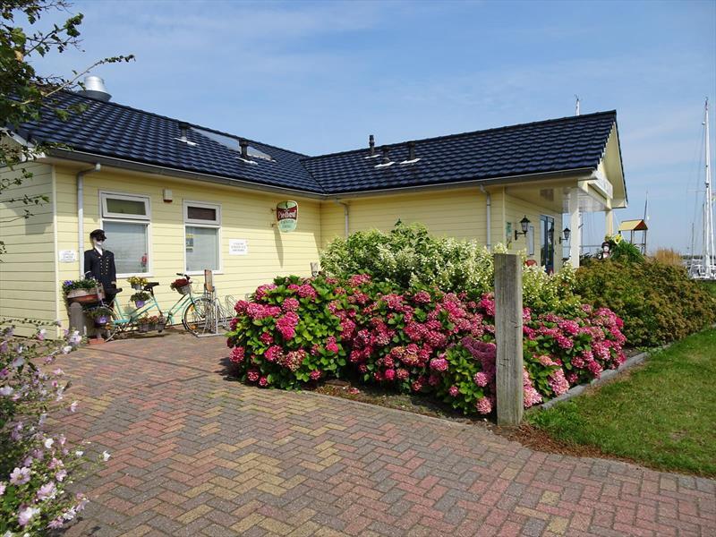 Vakantiehuis te koop N.Holland Wieringerwerf park den Oever Op het park restaurant